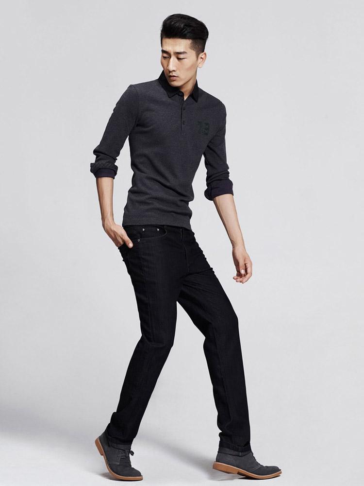 【花型】灰色嵌紫色点状花纹 【颜色】灰色 【款式】衬衫领,领口三粒
